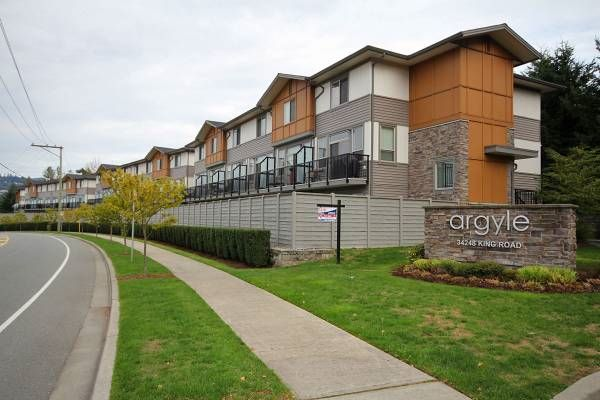 """Main Photo: 34 34248 KING Road in Abbotsford: Poplar Townhouse for sale in """"The Argyle"""" : MLS®# R2049611"""