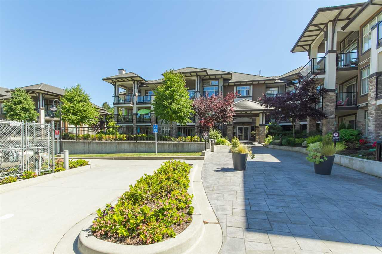 "Main Photo: 308 15195 36 Avenue in Surrey: Morgan Creek Condo for sale in ""EDGEWATER"" (South Surrey White Rock)  : MLS®# R2119599"