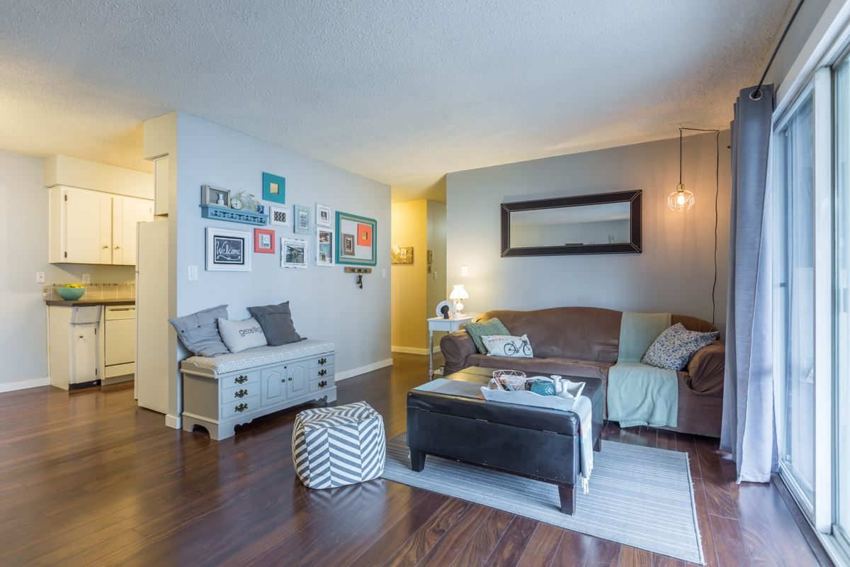 """Main Photo: 204 31855 PEARDONVILLE Road in Abbotsford: Abbotsford West Condo for sale in """"Oakwood Court"""" : MLS®# R2146127"""