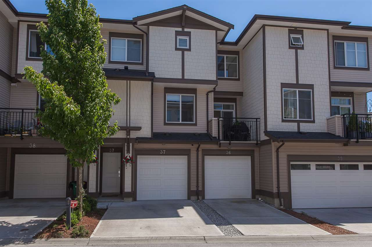 Main Photo: 37 19433 68 Avenue in Surrey: Clayton Townhouse for sale (Cloverdale)  : MLS®# R2182126