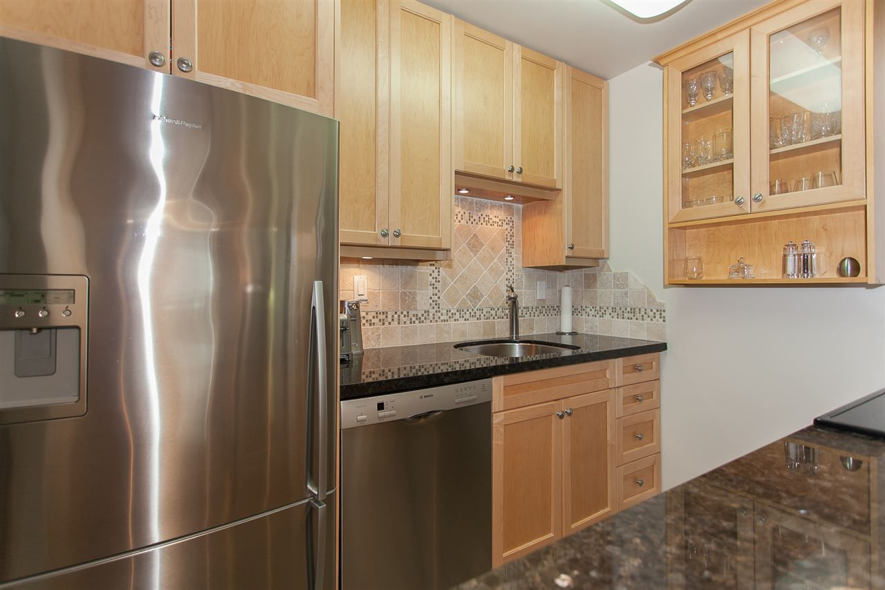 """Main Photo: 304 1526 GEORGE Street: White Rock Condo for sale in """"SIR PHILIP"""" (South Surrey White Rock)  : MLS®# R2208619"""