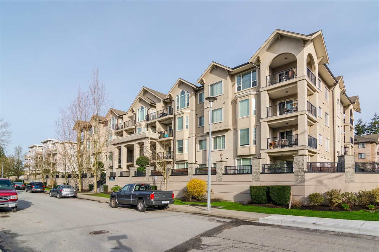 Main Photo: 304 - 20281 53A Avenue in Langley: Langley City Condo for sale : MLS®# R2329343