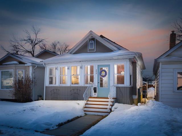 Main Photo: 266 Parkview Street in Winnipeg: St James Residential for sale (5E)  : MLS®# 1906005