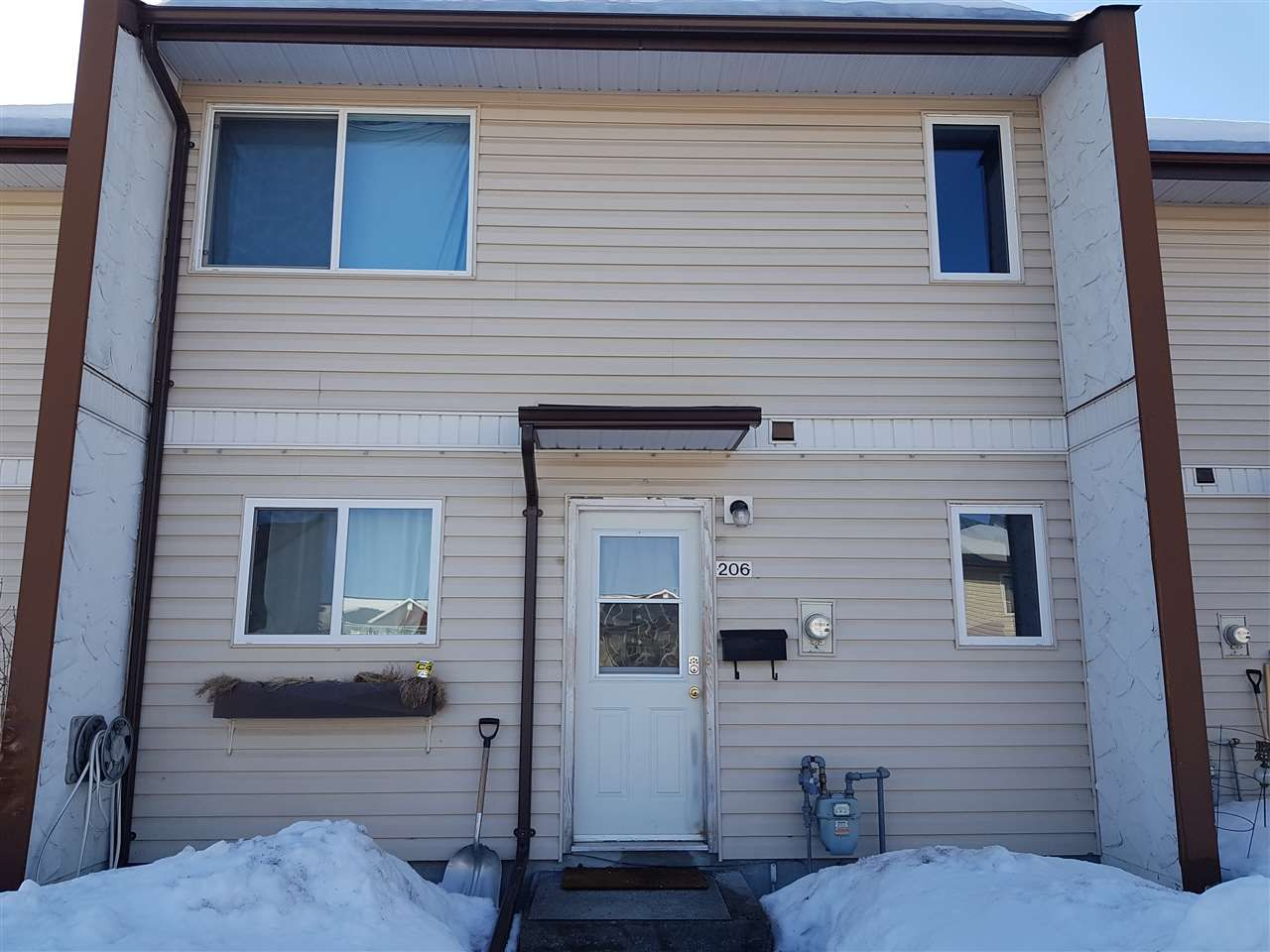 """Main Photo: 206 4344 JACKPINE Avenue in Prince George: Foothills Townhouse for sale in """"FOOTHILLS"""" (PG City West (Zone 71))  : MLS®# R2353009"""