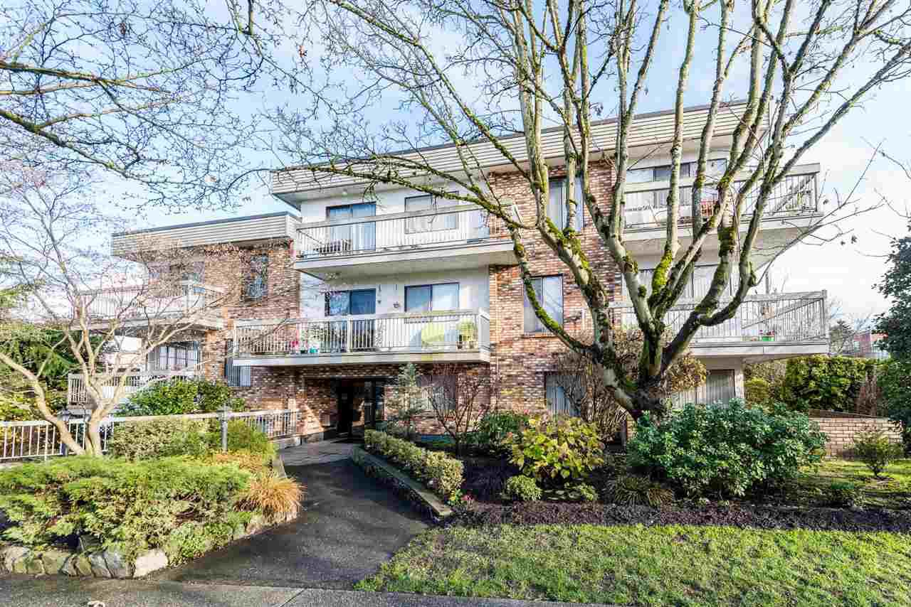 "Main Photo: 309 2080 MAPLE Street in Vancouver: Kitsilano Condo for sale in ""MAPLE MANOR"" (Vancouver West)  : MLS®# R2356218"
