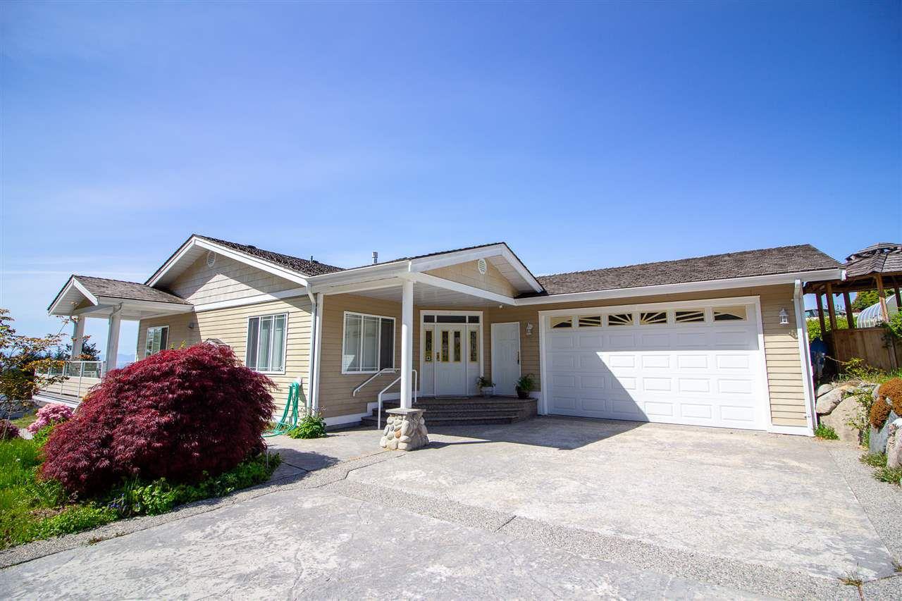Main Photo: 6150 MIKA Road in Sechelt: Sechelt District House for sale (Sunshine Coast)  : MLS®# R2367722