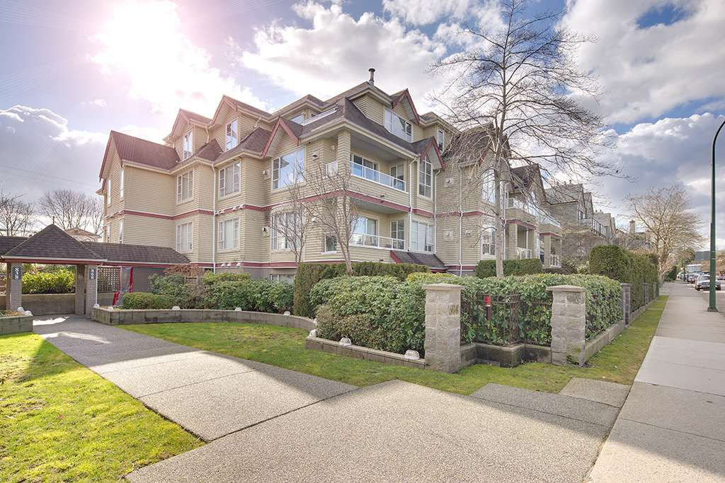 "Main Photo: 305 868 W 16TH Avenue in Vancouver: Cambie Condo for sale in ""Willow Springs"" (Vancouver West)  : MLS®# R2141883"