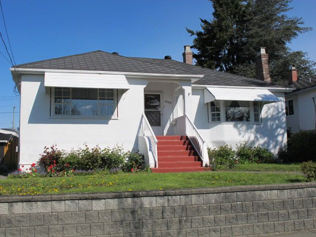 """Main Photo: 1605 LONDON Street in New Westminster: West End NW House for sale in """"WEST END"""" : MLS®# R2162513"""