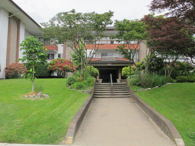 """Main Photo: 302 7180 LINDEN Avenue in Burnaby: Highgate Condo for sale in """"LINDEN HOUSE"""" (Burnaby South)  : MLS®# R2177989"""