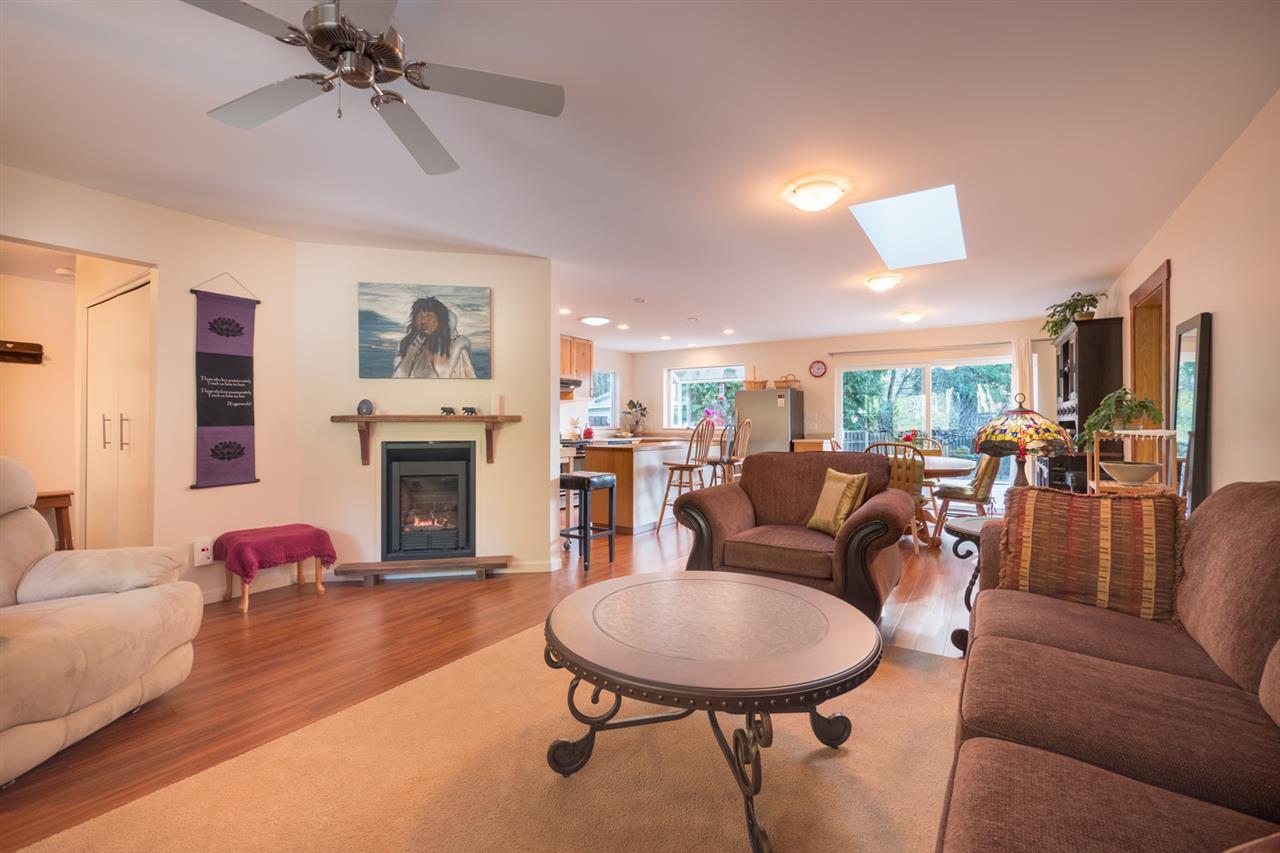 Photo 3: Photos: 3385 SPRUCE Road: Roberts Creek House for sale (Sunshine Coast)  : MLS®# R2230741