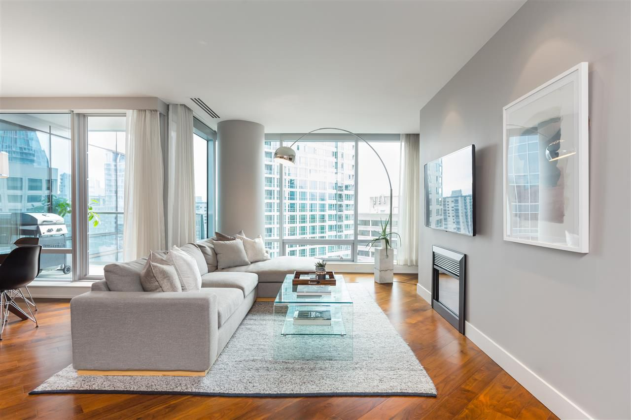 """Main Photo: 2201 1111 ALBERNI Street in Vancouver: West End VW Condo for sale in """"SHANGRI-LA RESIDENCES"""" (Vancouver West)  : MLS®# R2370104"""