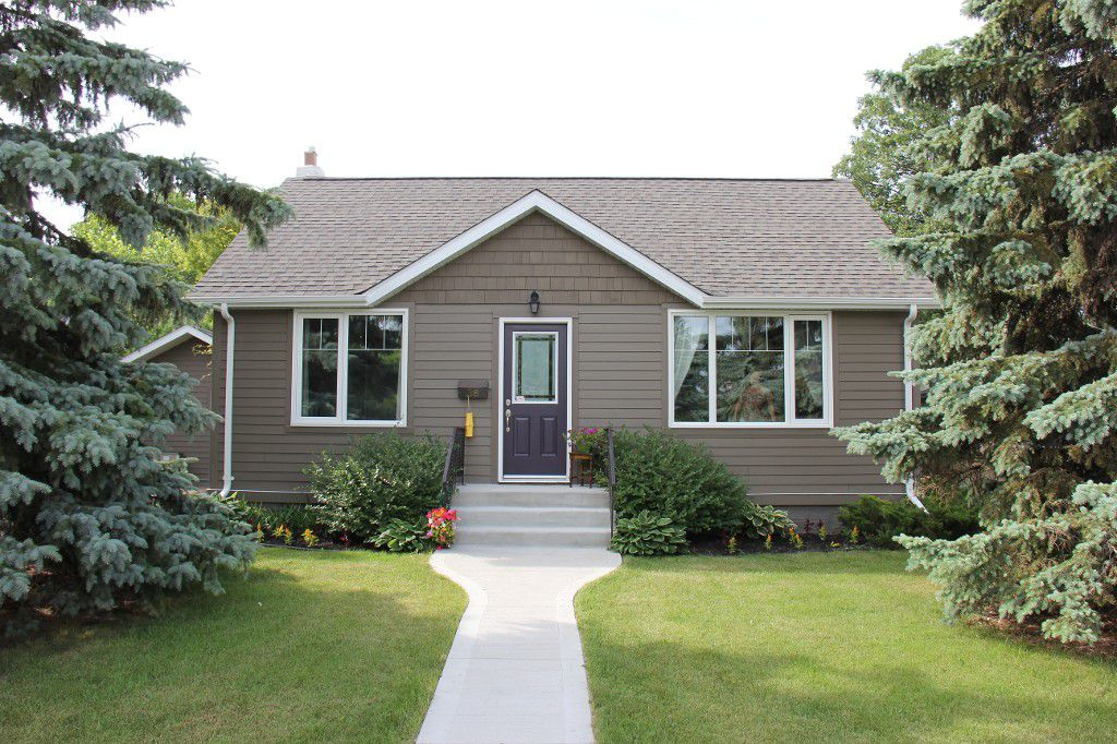 Main Photo: : Residential for sale : MLS®# 1718337