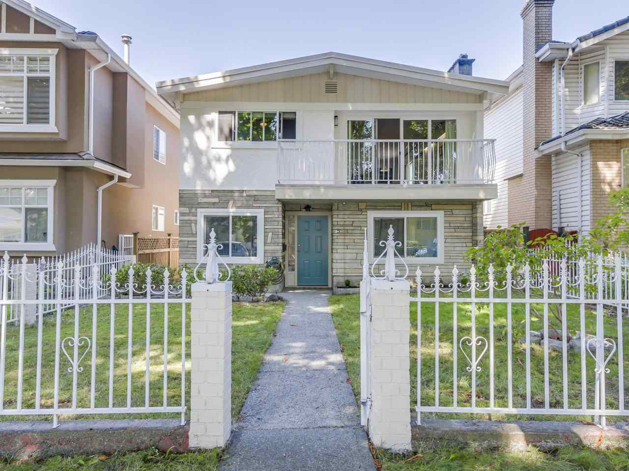 "Main Photo: 243 E 39TH Avenue in Vancouver: Main House for sale in ""Main Street"" (Vancouver East)  : MLS®# R2202023"
