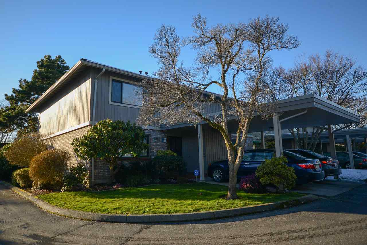 """Main Photo: 30 11771 KINGFISHER Drive in Richmond: Westwind Townhouse for sale in """"SOMERSET MEWS"""" : MLS®# R2243106"""