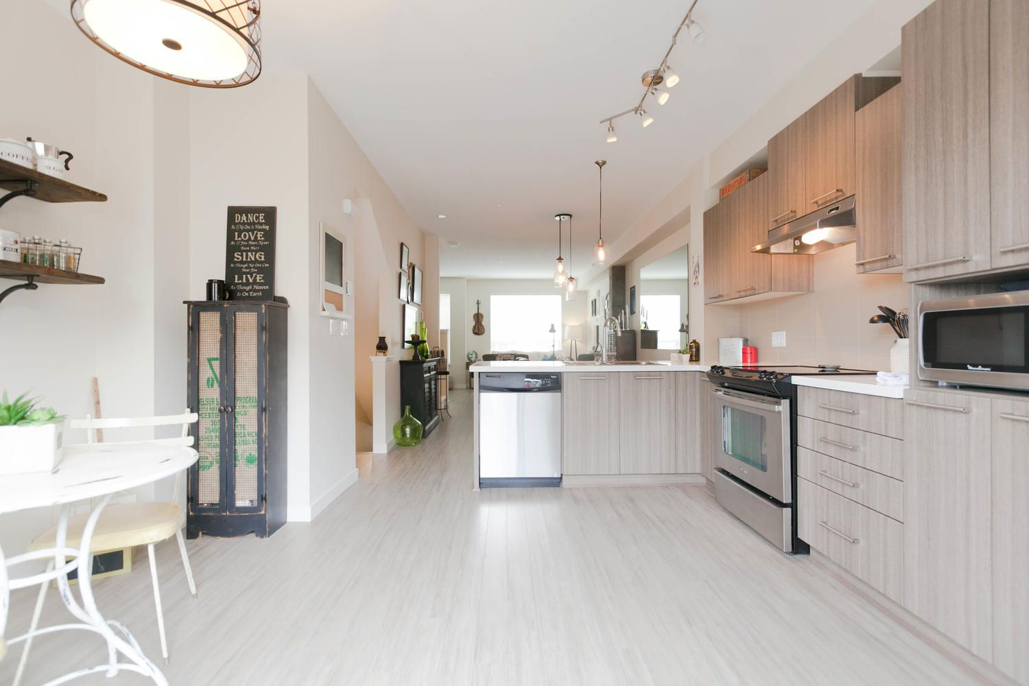 """Photo 15: Photos: 97 7938 209 Street in Langley: Willoughby Heights Townhouse for sale in """"Red Maple Park"""" : MLS®# R2260950"""