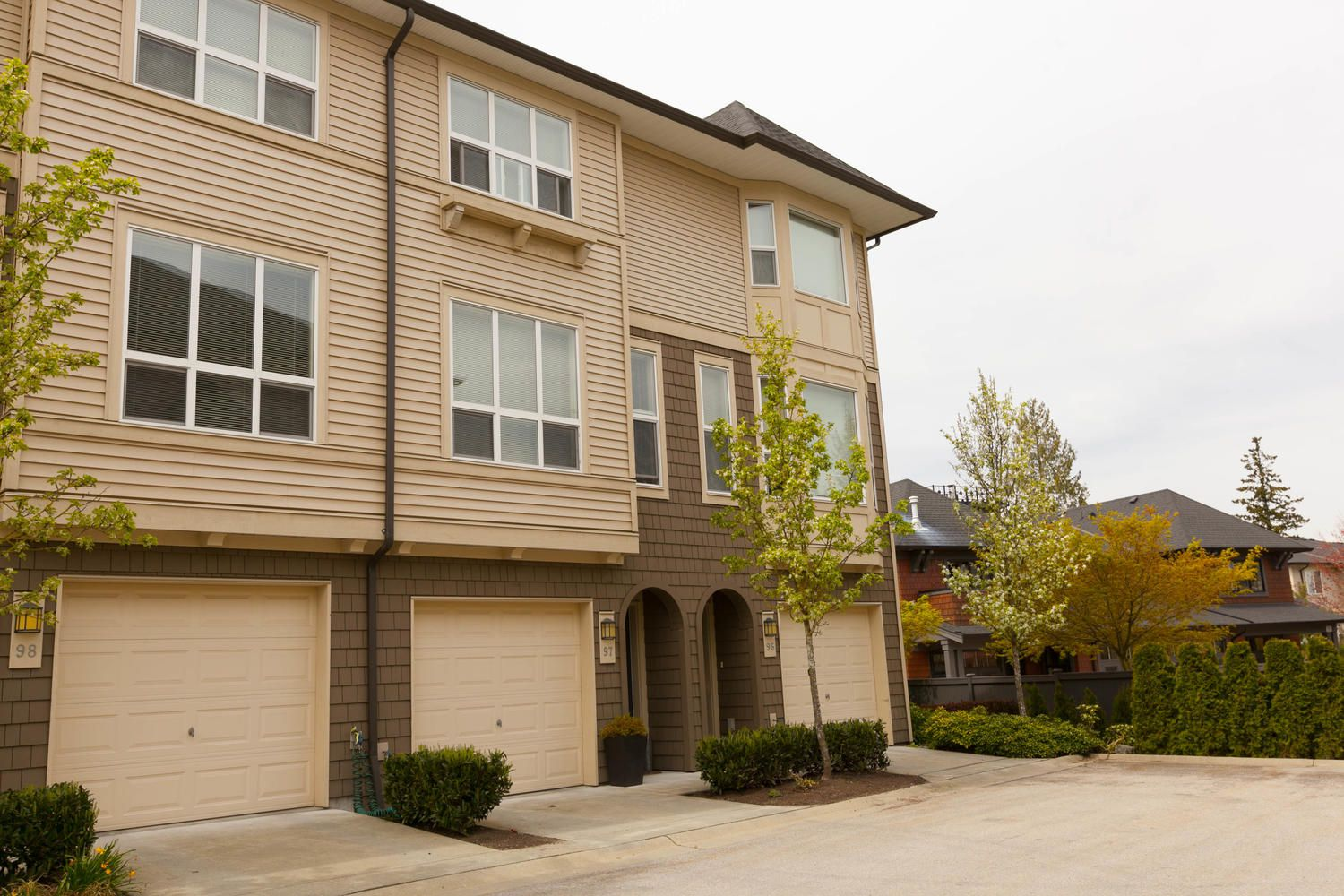 """Photo 44: Photos: 97 7938 209 Street in Langley: Willoughby Heights Townhouse for sale in """"Red Maple Park"""" : MLS®# R2260950"""