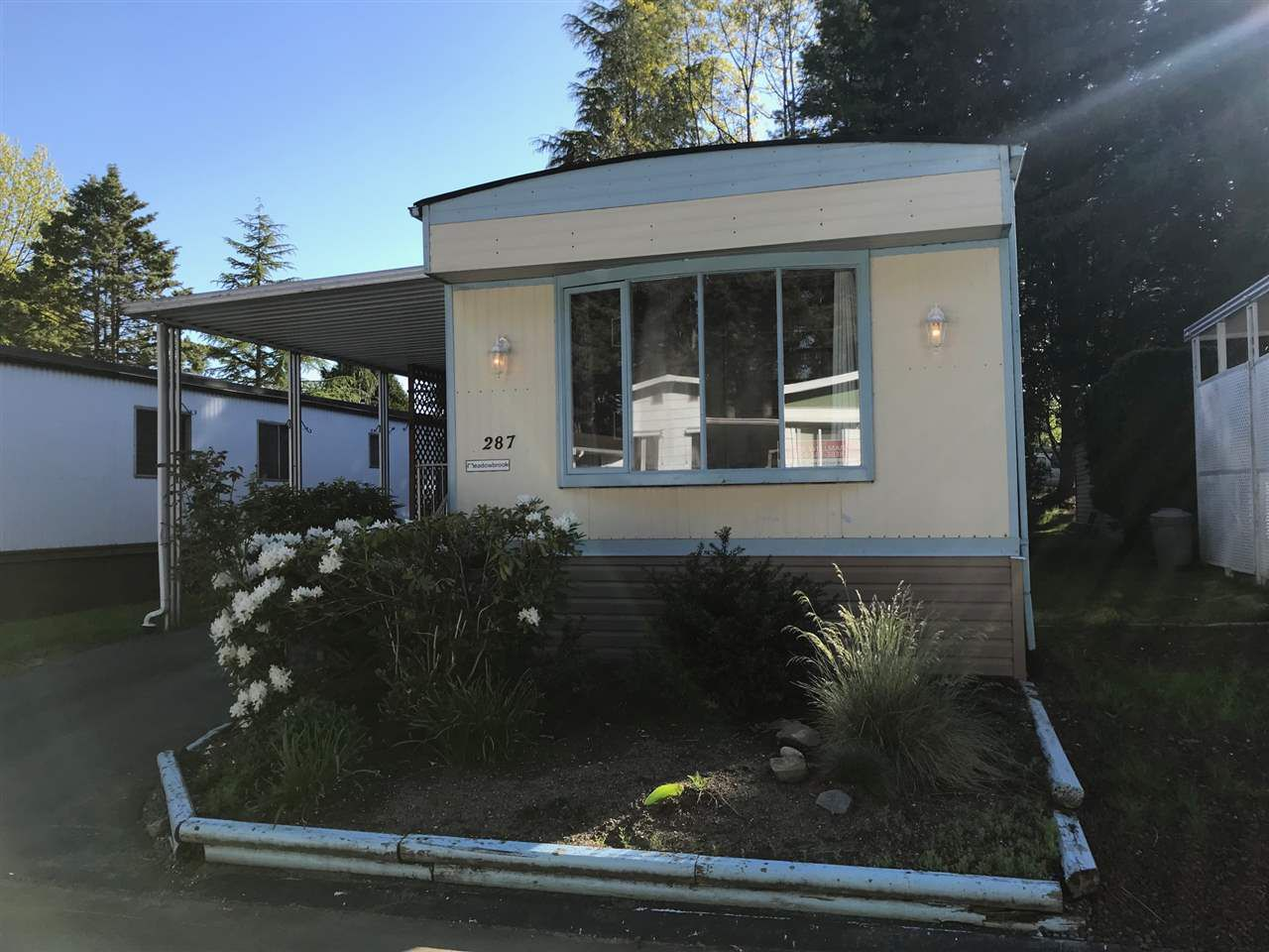 """Main Photo: 287 1840 160 Street in Surrey: King George Corridor Manufactured Home for sale in """"BREAKAWAY BAYS"""" (South Surrey White Rock)  : MLS®# R2265211"""