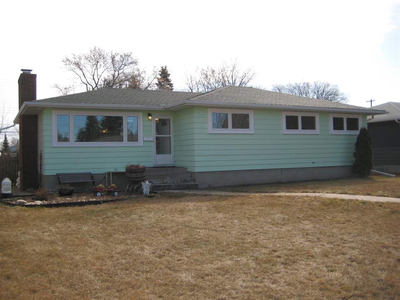 Main Photo: 9313 157 Street in Edmonton: Zone 22 House for sale : MLS®# E4150338