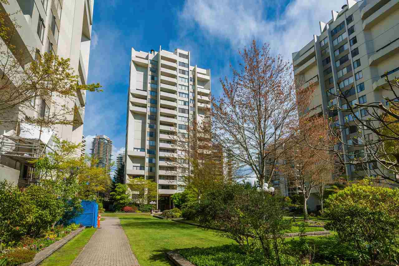 Main Photo: 910 4300 MAYBERRY Street in Burnaby: Metrotown Condo for sale (Burnaby South)  : MLS®# R2365202