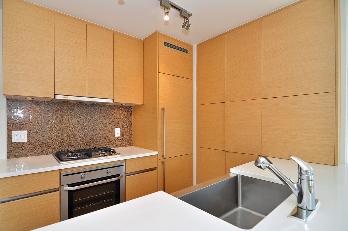"""Main Photo: 1601 565 SMITHE Street in Vancouver: Downtown VW Condo for sale in """"VITA"""" (Vancouver West)  : MLS®# R2013406"""