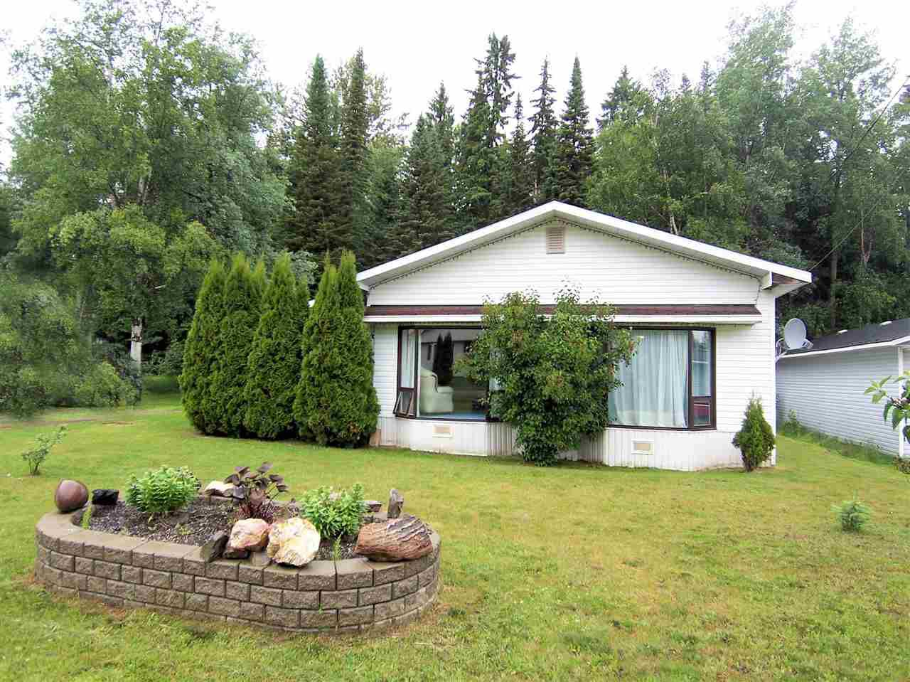 """Main Photo: 4016 DIAMOND Drive in Prince George: Emerald Manufactured Home for sale in """"EMERALD"""" (PG City North (Zone 73))  : MLS®# R2080992"""
