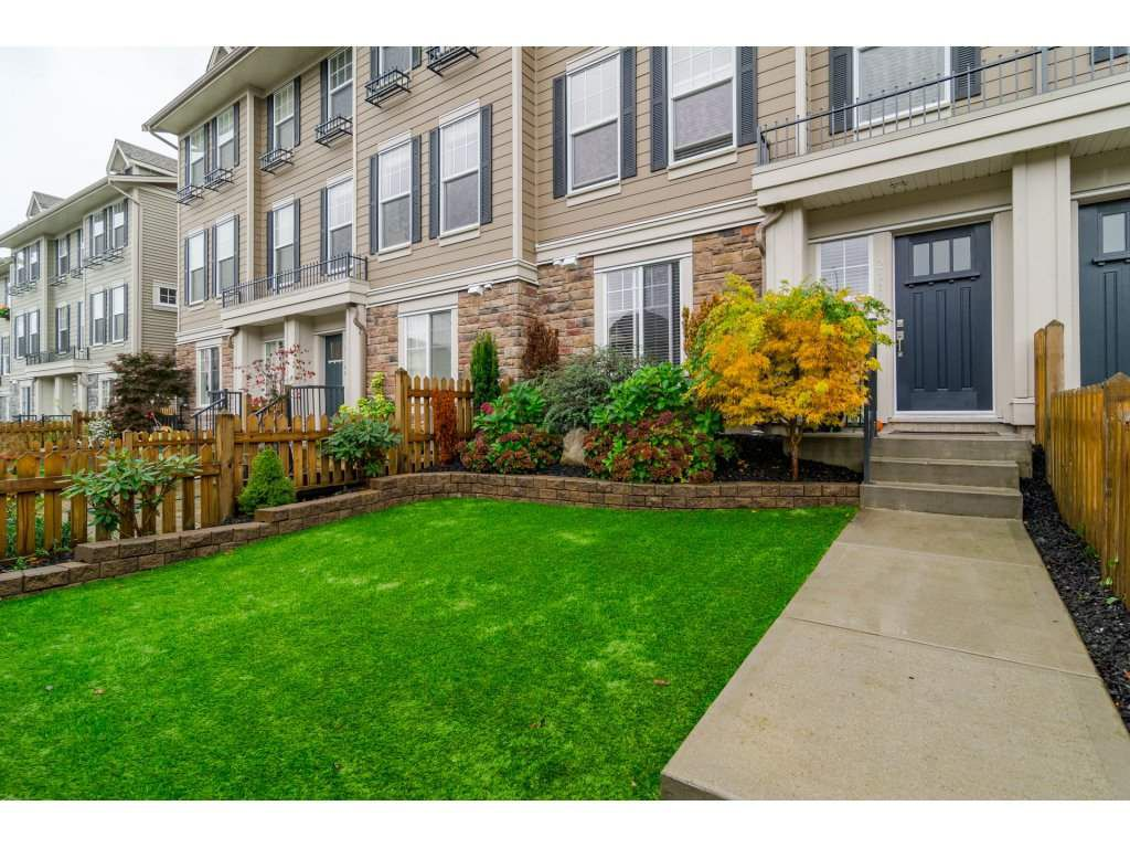 """Main Photo: 21146 80A Avenue in Langley: Willoughby Heights Condo for sale in """"YORKVILLE"""" : MLS®# R2117701"""