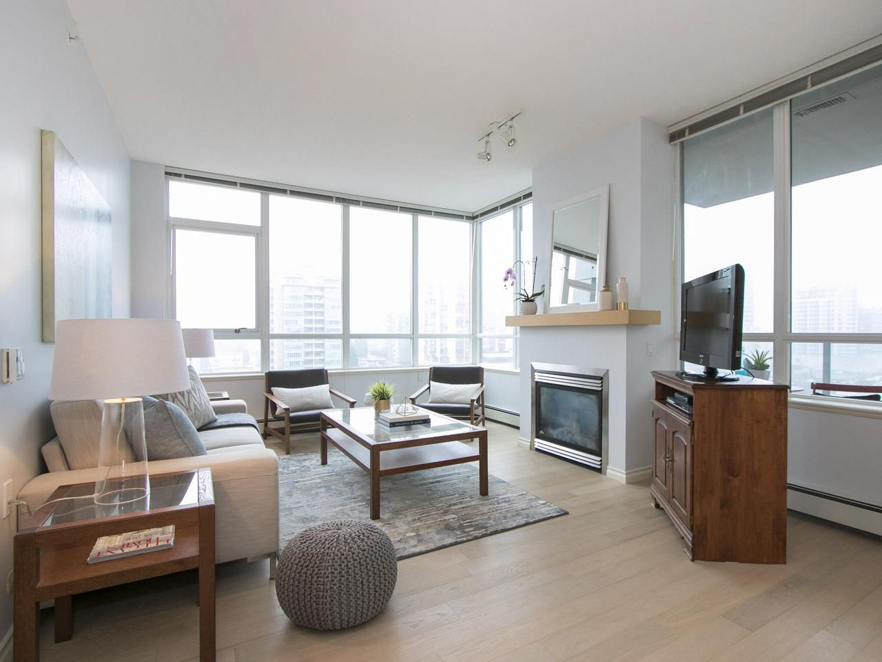 """Main Photo: 904 120 W 16TH Street in North Vancouver: Central Lonsdale Condo for sale in """"The Symphony"""" : MLS®# R2122716"""