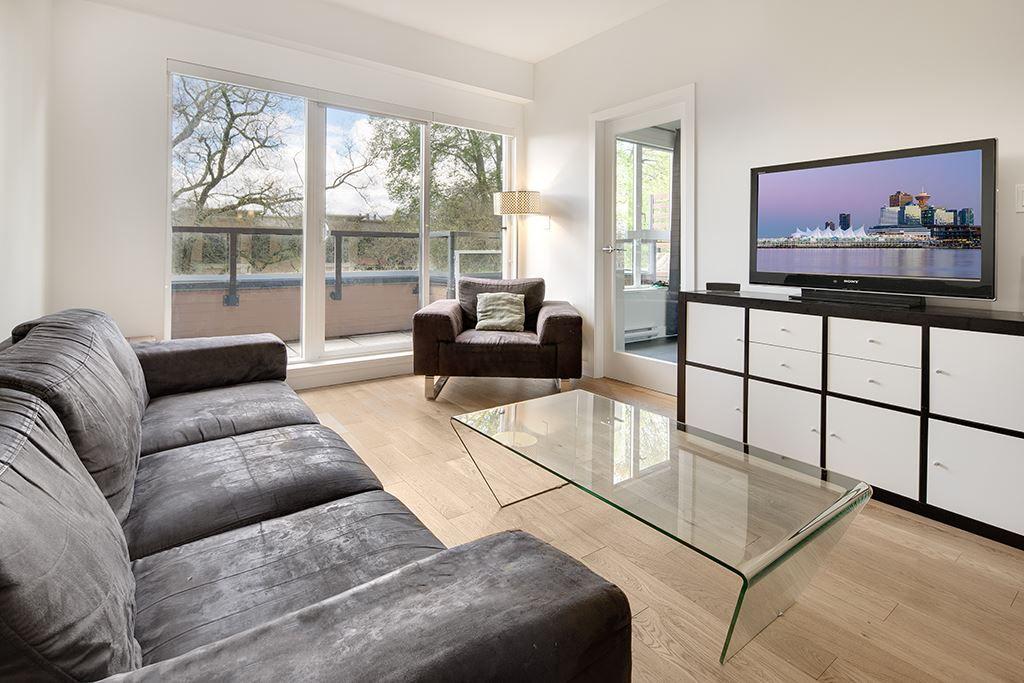 """Main Photo: 405 2020 W 12TH Avenue in Vancouver: Kitsilano Condo for sale in """"2020"""" (Vancouver West)  : MLS®# R2166280"""