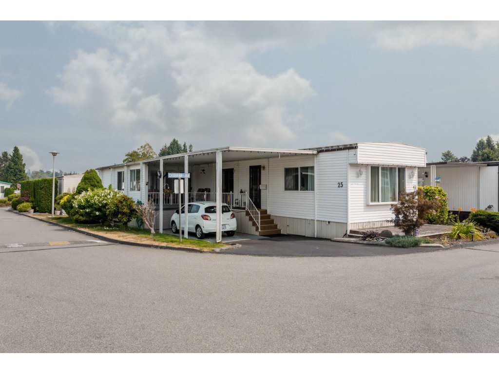 "Main Photo: 25 15875 20 Avenue in Surrey: King George Corridor Manufactured Home for sale in ""Searidge Bays"" (South Surrey White Rock)  : MLS®# R2195866"