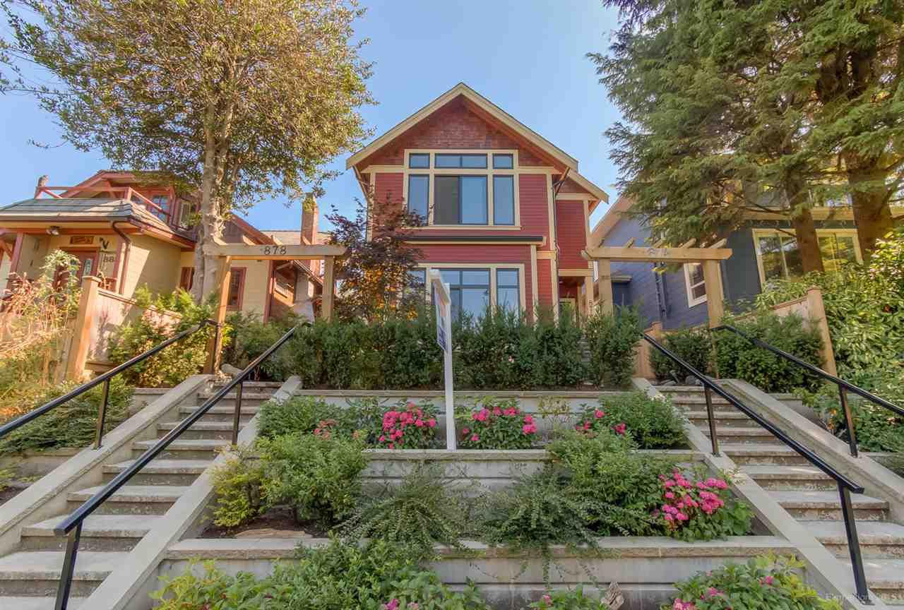 Main Photo: 878 E 13TH Avenue in Vancouver: Mount Pleasant VE House 1/2 Duplex for sale (Vancouver East)  : MLS®# R2241277