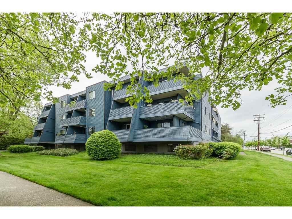 "Main Photo: 203 5906 176A Street in Surrey: Cloverdale BC Condo for sale in ""WYNDHAM ESTATES"" (Cloverdale)  : MLS®# R2264867"