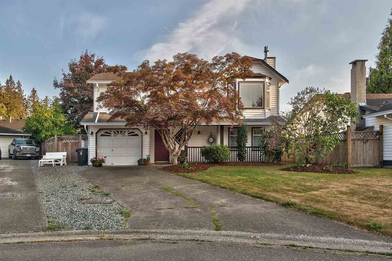 Main Photo: 21564 94A Avenue in Langley: Walnut Grove House for sale : MLS®# R2320670
