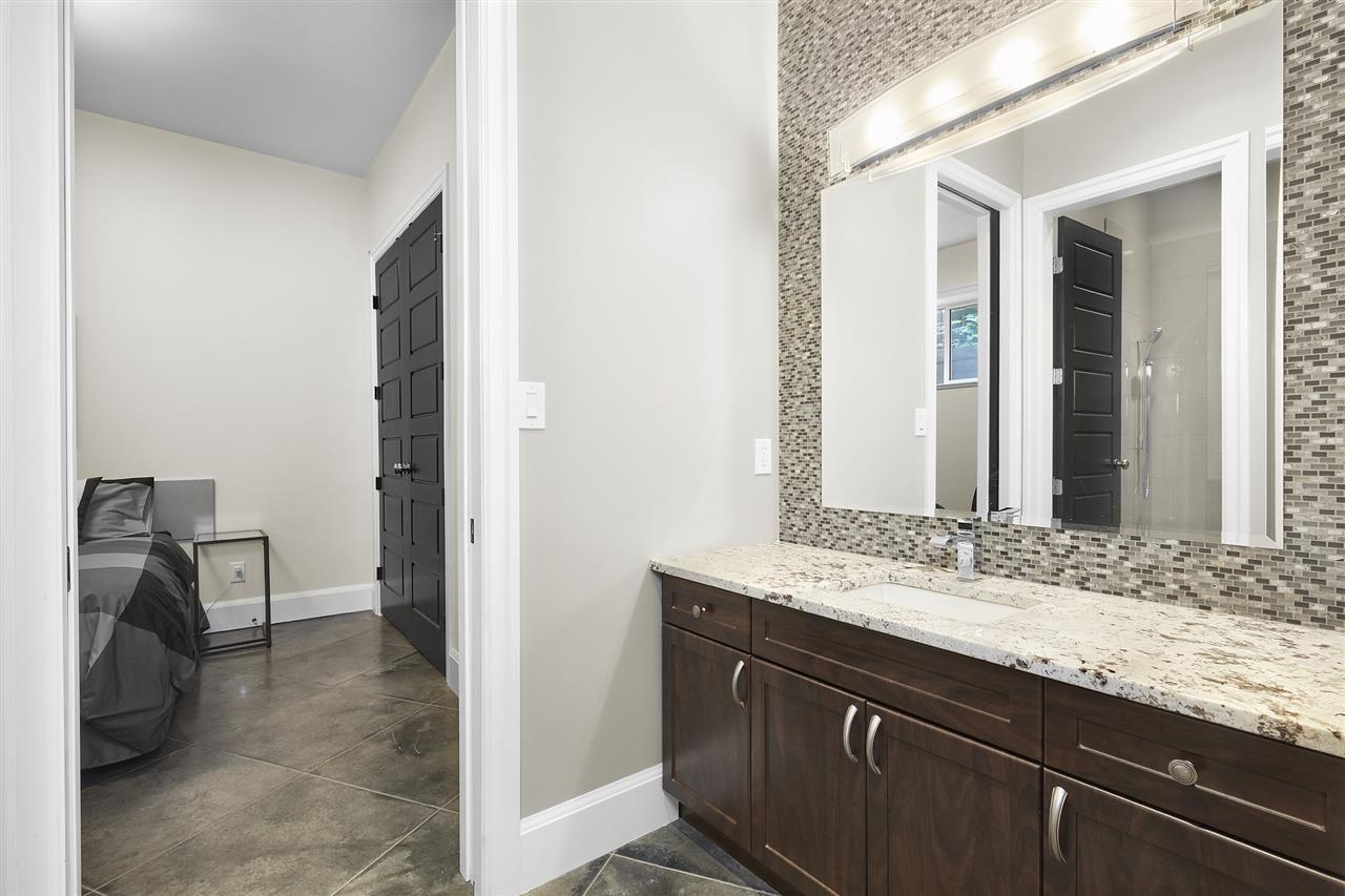Photo 19: Photos: 10942 63 Avenue in Edmonton: Zone 15 House for sale : MLS®# E4156474