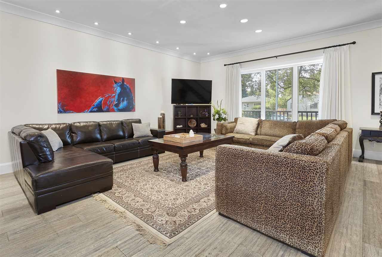 Photo 6: Photos: 10942 63 Avenue in Edmonton: Zone 15 House for sale : MLS®# E4156474
