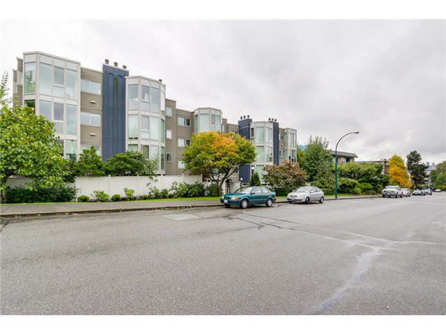 Main Photo: PH8 2238 ETON Street in Vancouver: Hastings Condo for sale (Vancouver East)  : MLS®# V1097894