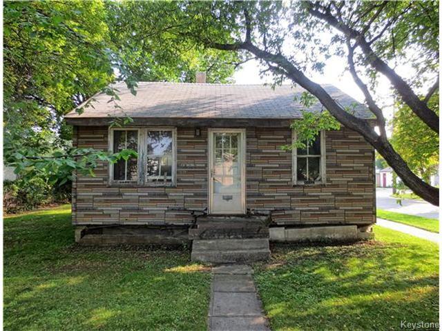 Main Photo: 1840 McDermot Avenue West in WINNIPEG: Brooklands / Weston Residential for sale (West Winnipeg)  : MLS®# 1524655
