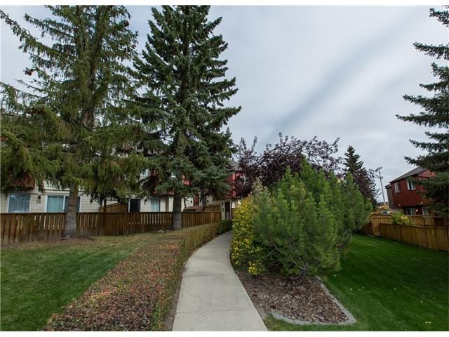 Main Photo:  in Calgary: House for sale : MLS®# C4084169