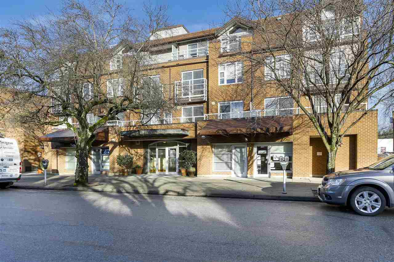 "Main Photo: 401 2071 W 42ND Avenue in Vancouver: Kerrisdale Condo for sale in ""THE LAUREATES"" (Vancouver West)  : MLS®# R2133833"