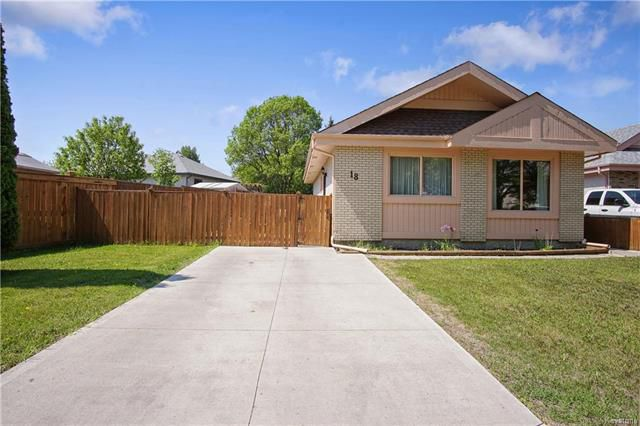 Main Photo: 18 Simon Drive in Winnipeg: River Park South Residential for sale (2F)  : MLS®# 1814212