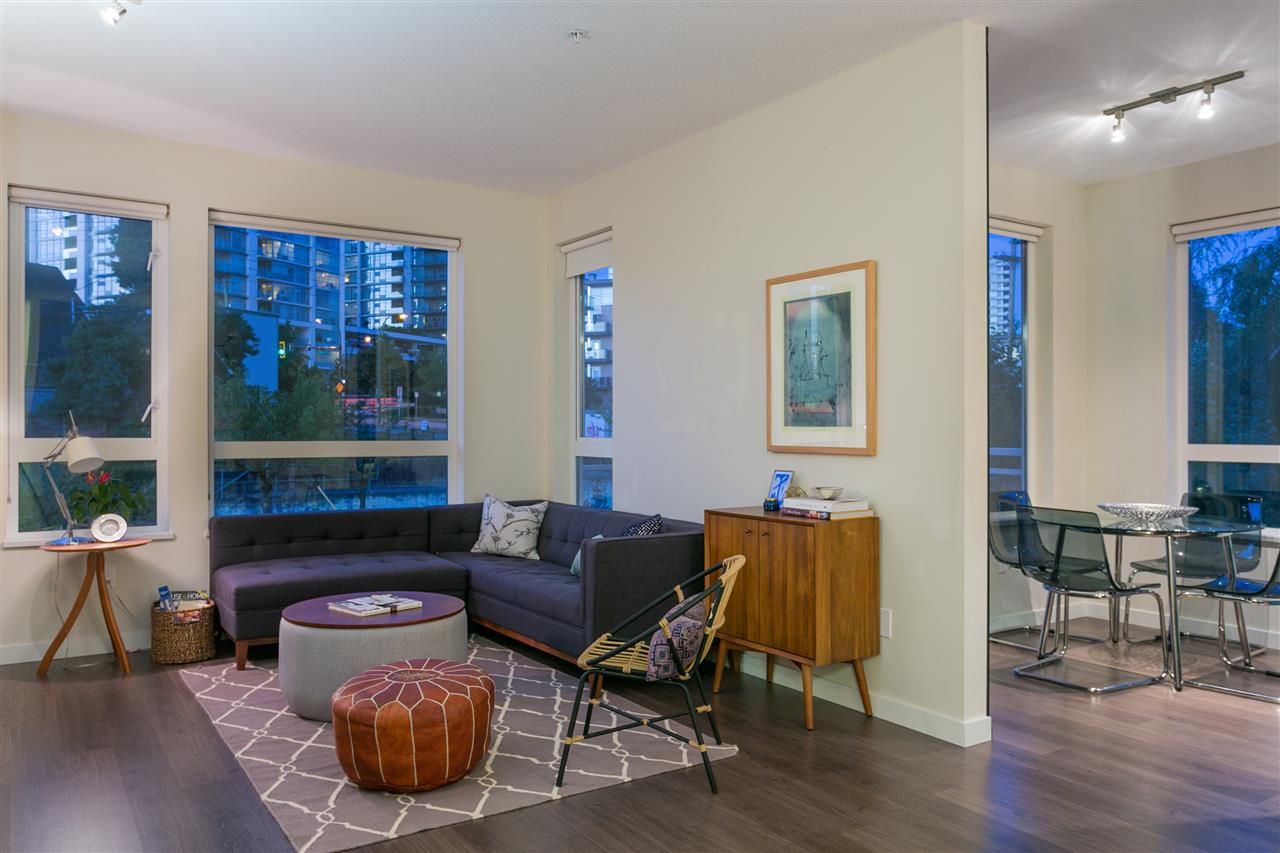 """Main Photo: 207 217 W 8TH Street in North Vancouver: Central Lonsdale Condo for sale in """"Queen Mary"""" : MLS®# R2326109"""