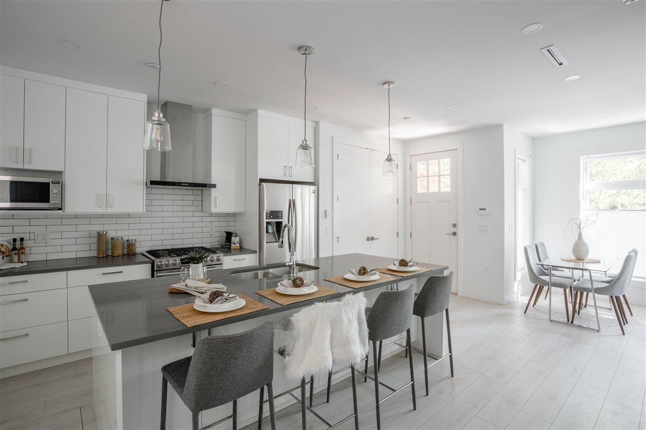 Main Photo: 651 E 13TH Avenue in Vancouver: Mount Pleasant VE House 1/2 Duplex for sale (Vancouver East)  : MLS®# R2367408