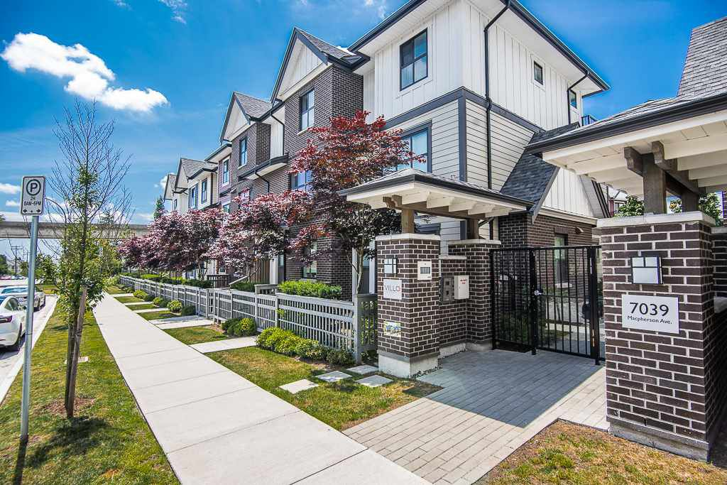 """Main Photo: 41 7039 MACPHERSON Avenue in Burnaby: Metrotown Townhouse for sale in """"VILLO METROTOWN BY BUCCI"""" (Burnaby South)  : MLS®# R2380498"""