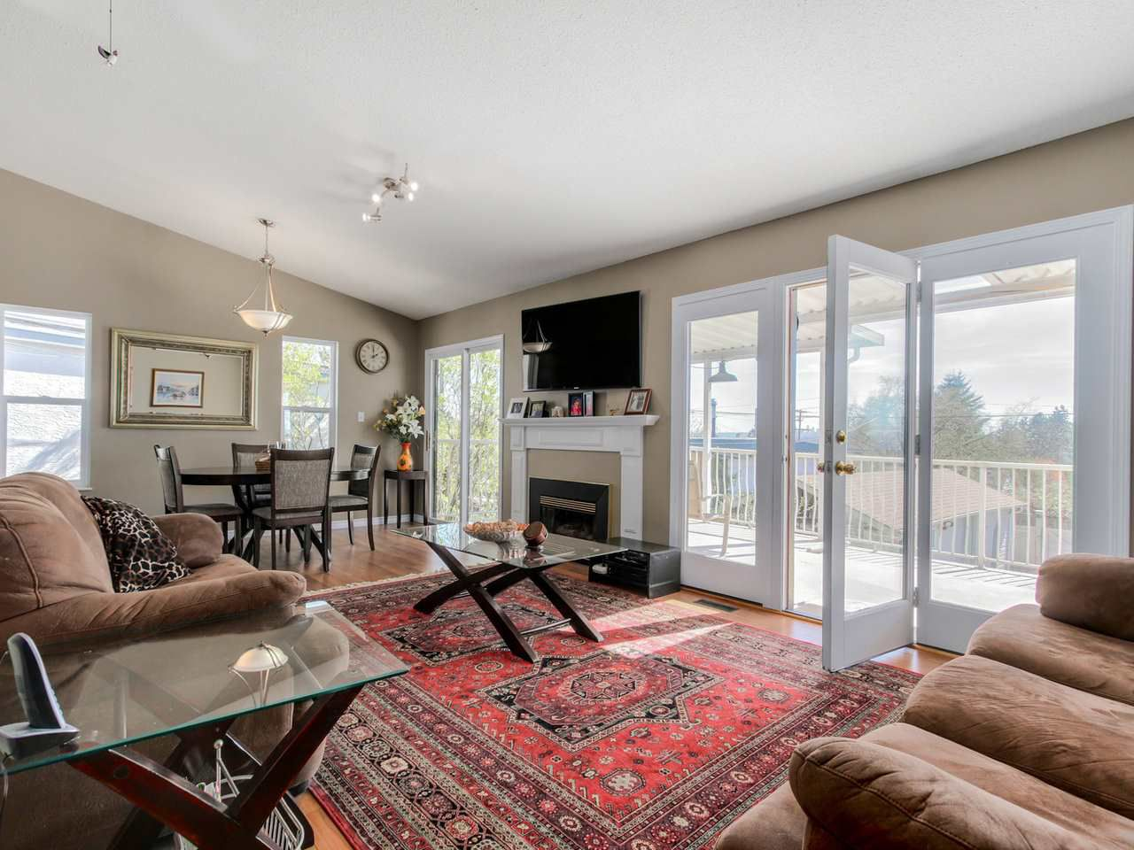 Photo 3: Photos: 449 E 5TH Street in North Vancouver: Lower Lonsdale House for sale : MLS®# R2056647
