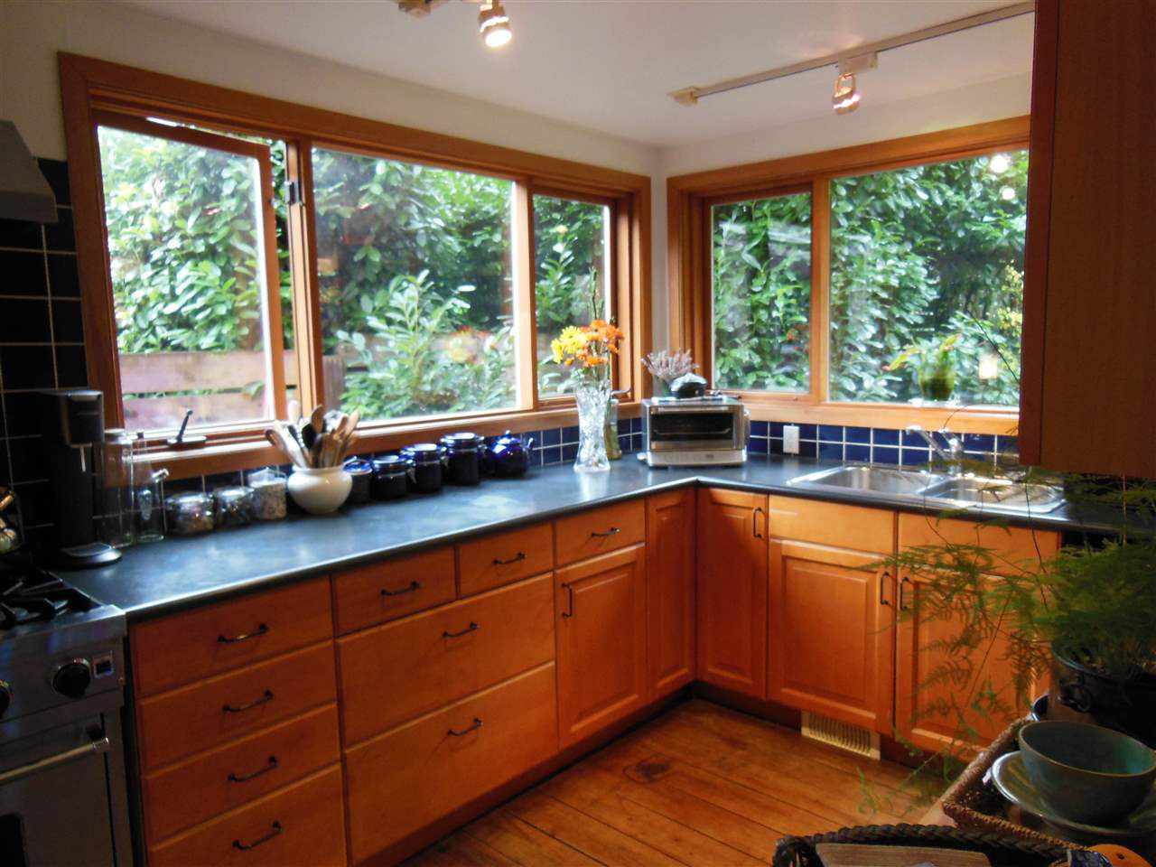 Main Photo: 6431 CHATHAM Street in West Vancouver: Horseshoe Bay WV House for sale : MLS®# R2129932