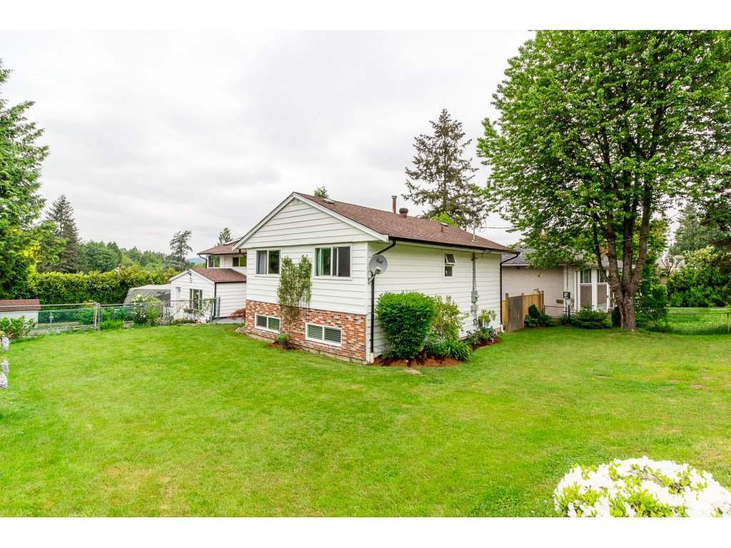 Main Photo: 11303 LANSDOWNE Drive in Surrey: Bolivar Heights House for sale (North Surrey)  : MLS®# R2280145