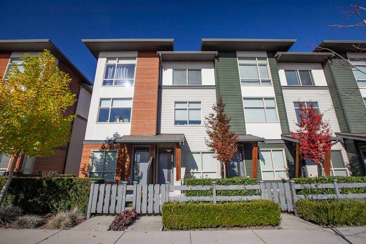 Main Photo: 74 8473 163 Street in Surrey: Fleetwood Tynehead Townhouse for sale : MLS®# R2319692