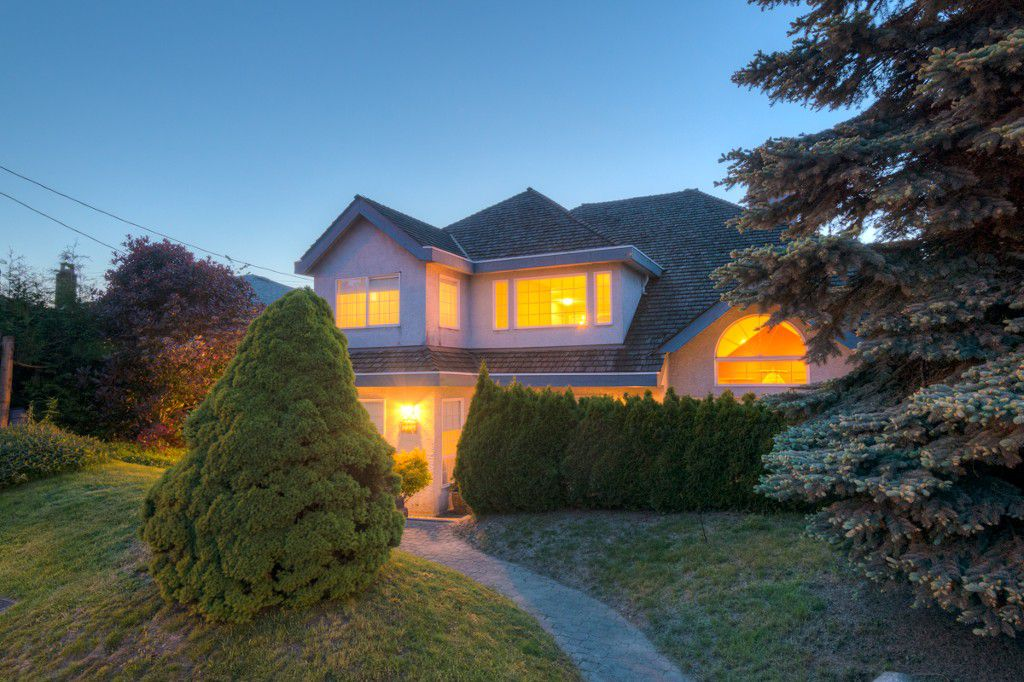 "Main Photo: 121 EIGHTH Avenue in New Westminster: GlenBrooke North House for sale in ""GLENBROOKE NORTH"" : MLS®# R2063793"