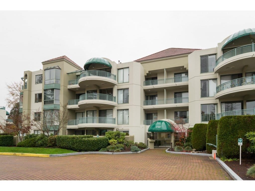 """Main Photo: 208 1765 MARTIN Drive in Surrey: Sunnyside Park Surrey Condo for sale in """"SOUTHWYND"""" (South Surrey White Rock)  : MLS®# R2123199"""