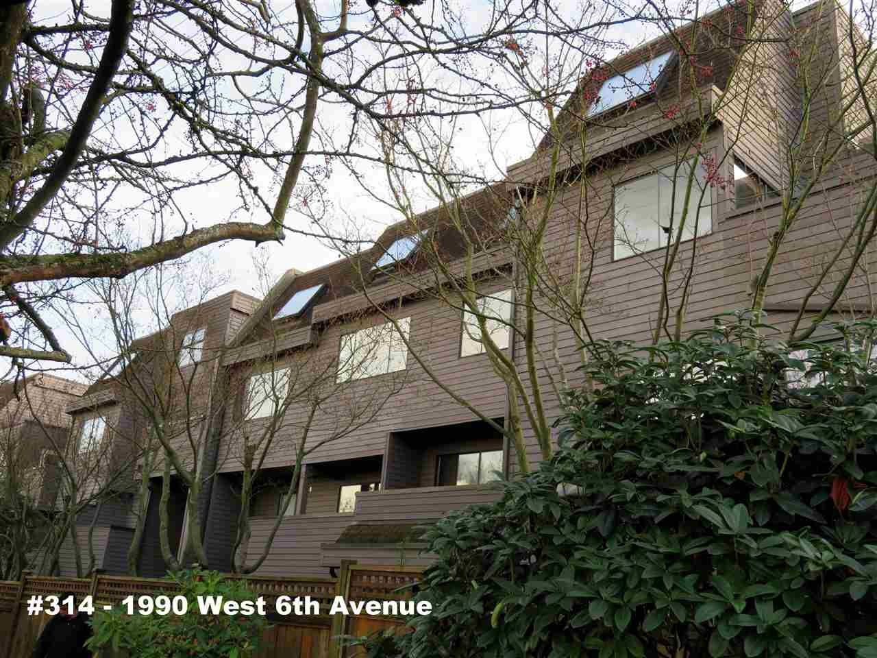 "Main Photo: 314 1990 W 6TH Avenue in Vancouver: Kitsilano Condo for sale in ""MAPLEVIEW PLACE"" (Vancouver West)  : MLS®# R2123367"