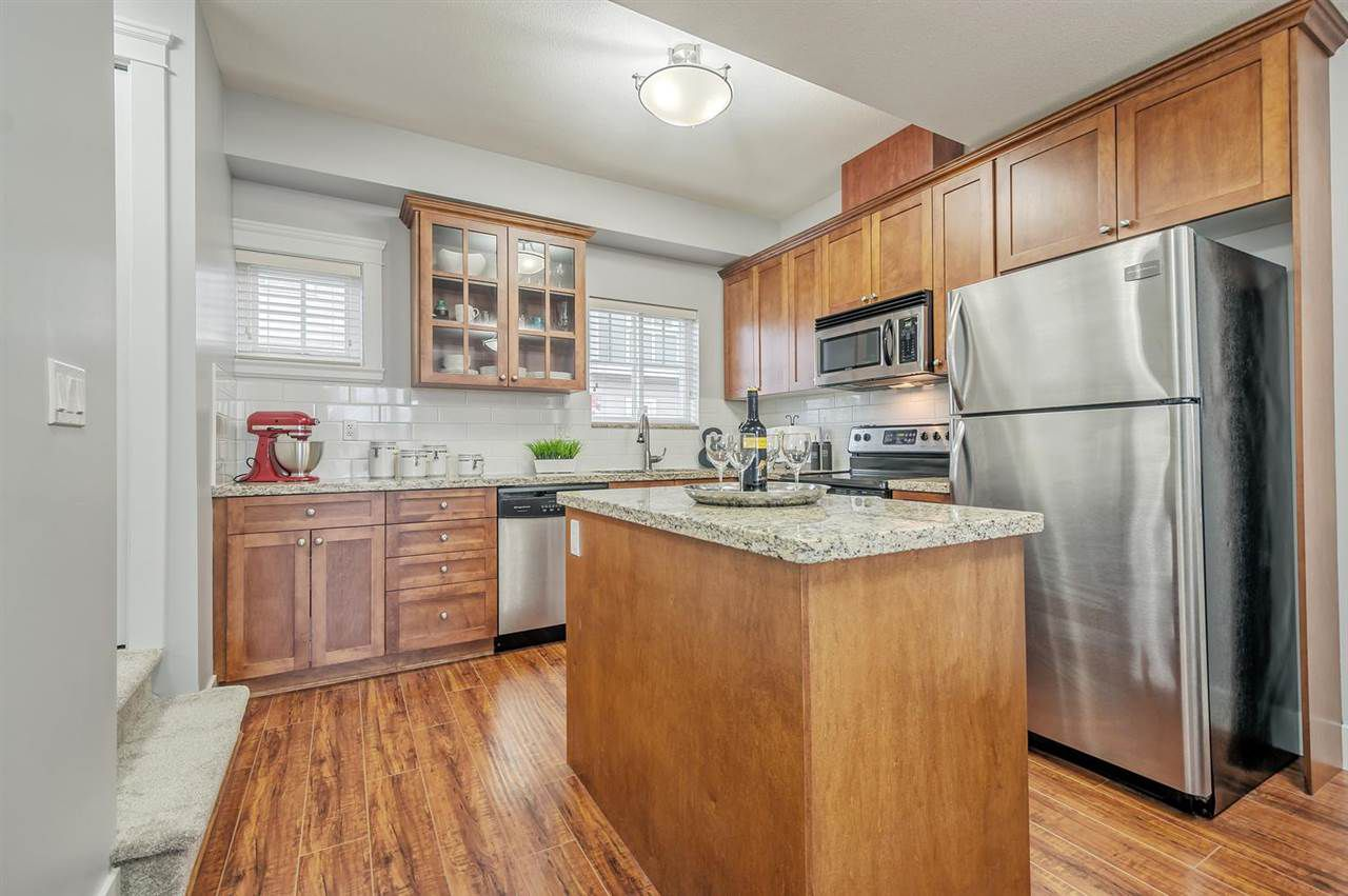 """Photo 8: Photos: 15 6708 ARCOLA Street in Burnaby: Highgate Townhouse for sale in """"HIGHGATE RIDGE"""" (Burnaby South)  : MLS®# R2224034"""